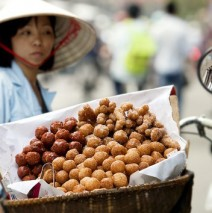 20 delicious street foods with low cost less than 10000 VND